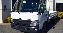 Hino Serie 300 WU710L con cama | 110 hp